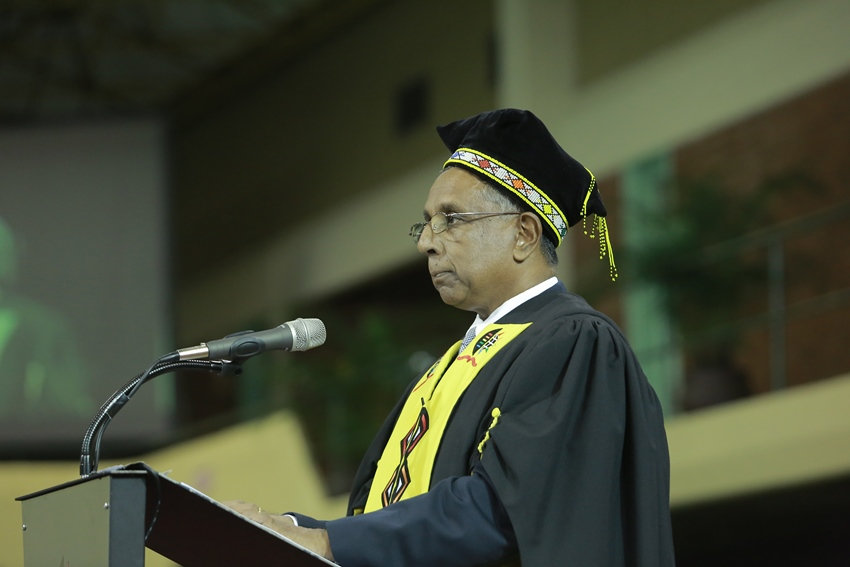 College_of_Law_and_Management_Studies_Dean_of_Teaching_and_Learning-Professor_Kriben_Pillay_introduing_the_guest_speaker