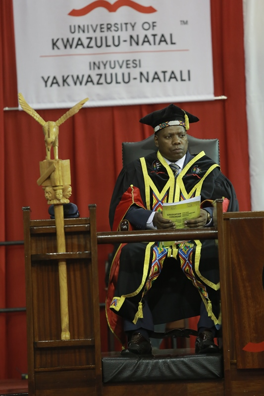 Dr_Zweli_Mkhize_perfoming_his_duties_as_Chancellor